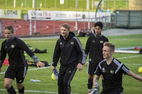 Sola har tatt flere poeng og scoret mer mål etter at Tom Erik Maldal (i midten) overtok hovedansvaret for laget.