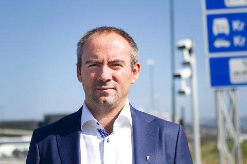 Frp-politiker Tom Henning Slethei er ikke fornøyd med bompengesaken, men tviler sterkt på at én sak er nok til at et så ideologisk sett ulikt parti som Sp vil rappe Frp-velgere.