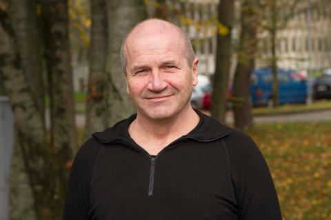 Hilding Aareskjold har vært svømmetrener i en årrekke, men ønsker nå å trekke seg tilbake.