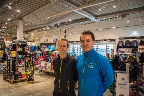 Stein Ronæs (daglig leder) og Vegard Idsøe (klubbansvarlig) ved Sola Sport & Fritid sier at løpegruppa er like mye for deres egen del som for de andre deltakerne. Vi trener ikke hver dag selv om vi jobber i sportsbutikk, innrømmer Idsøe.