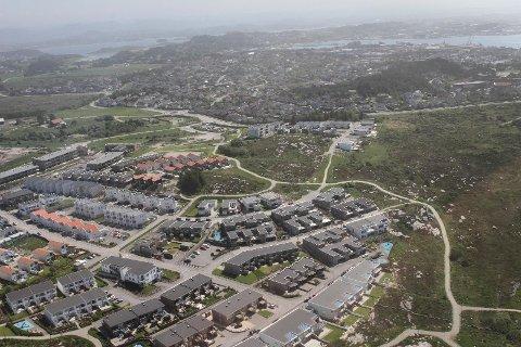 Kommunen har bygget mange boliger på Myklebust, men sliter med å få solgt alle.