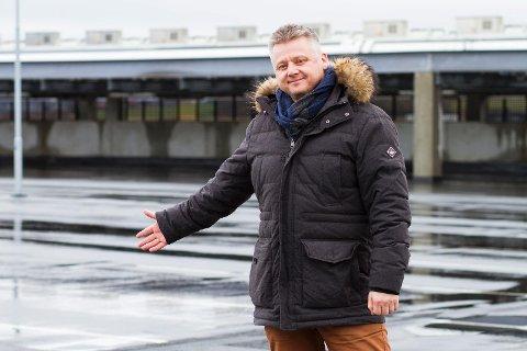 Daglig leder i Malling & Co Erik Bergjord ønsker at de tomme parkeringsplassene skal kunne benyttes av charterturister.