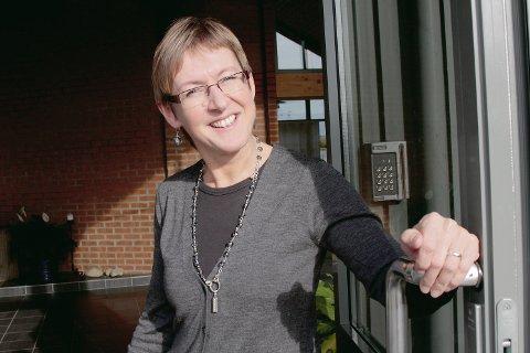 Daglig leder i Tananger menighet, Randi Lundberg Tveit, håper på full kirke når forestillingen «Luther med latter» settes opp under tanangerdagene neste uke.