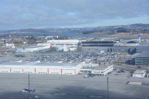 Parkeringsmonopolet til Avinor tar snart slutt når Sandfærhus Parkering AS skal drifte 750 parkeringsplasser.