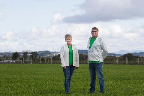Jord med verdi:  Jorden vår har en enorm verdi og den trenger vern, mener Anne Marie Joa og Leiv Arild Lie i Sola Senterparti.