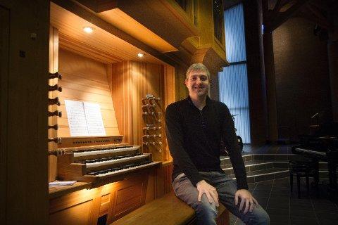 Trives i Tananger: Walisiske Arfon Owen stortrives i Tananger kirke.  Kvalitetene på instrumentene er også kjempebra, sier han fornøyd.