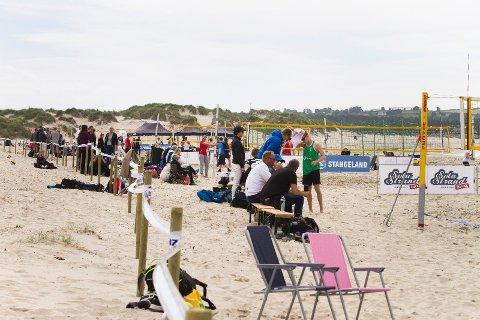 Engangstilfelle: Volleyballforbundet håpet på sandvolleyball-turnering på Solastranden i juli. Men det sier Fylkesmannen blankt nei til. Bildet er fra turneringen i juni, som Fylkesmannen kaller et engangstilfelle.