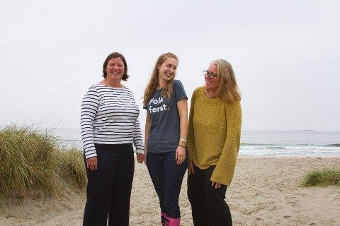 Venstre-politikerne vil holde strandryddingsengasjementet varmt.  Strendene er kanskje det vi er mest stolte over i Sola, så det skulle bare mangle at vi ikke holdt dem fri fra søppel, mener Anja Berggård Endresen (t.v.), Iselin Nybø og Ine Marit Torsvik Bertelsen.