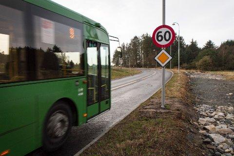 Fylkeskommunen anbefaler enklere løsninger for bussveien både på strekningen mellom Hafrsfjord bru og Risavika, samt fra Forus til flyplassen.
