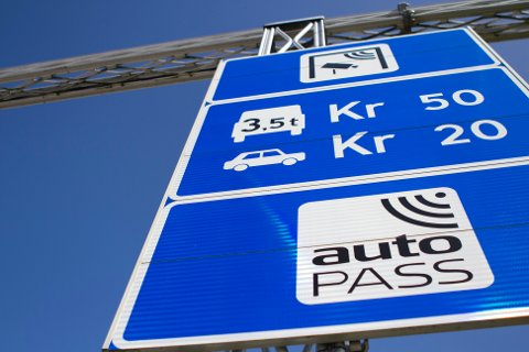 Endringer: Snart må også elbilsjåførene betale når de passerer bomstasjonene.