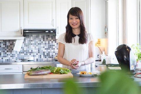Debutant: Jacqueline Chio-Lauri brukte de siste årene som expat på Sola til å samle sammen oppskrifter til boken «The New Filipino Kitchen».  (Begge foto: Line Viste)