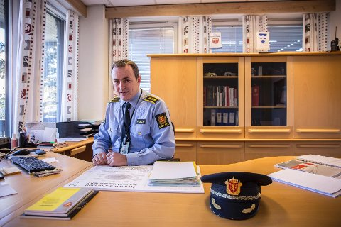 MER SYNLIG: Politiet har vært mer synlig i gatene i Tananger den siste tiden og er oppmerksomme på at det kan komme nye utfordringer. Her er Kjell Klepp, politioverbetjent ved Sola lensmannskontor.