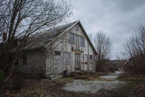 Ved det gamle forfalne militærsykehuset på Joa skal det reises boliger. Her var det tidligere både leger og tannleger som jobbet.