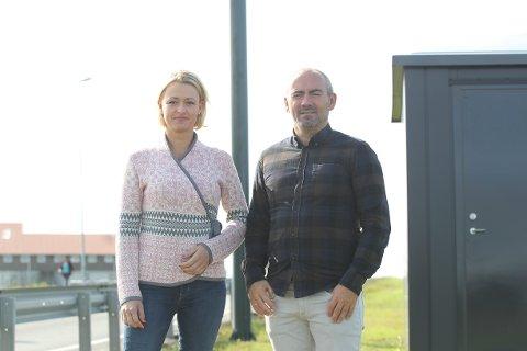 Margrete Dysjaland og Tom Henning Slethei i Sola Frp håper solapolitikerne er klare til å diskutere en utsettelse av bomringen.