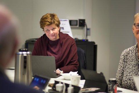 Kommunedirektør Ingrid Nordbø legger frem et budsjettforslag i dag som er litt romsligere enn fjorårets.
