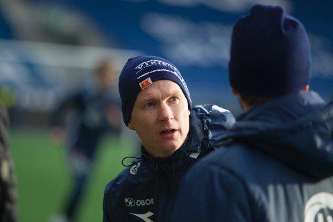 [b]SAMARBEID:[/b] Fra Sola FK har det blitt ytret ønske om samarbeid med Viking. Det ønsker Vikings assistenttrener Morten Jensen velkommen. Når han er i butikker på Tananger blir det også mye prat om Viking.