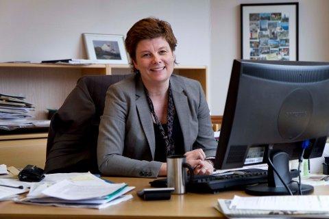 Rådmann Ingrid Nordbø påpeker at kommunen må tilpasse seg et vedvarende lavere inntektsnivå.