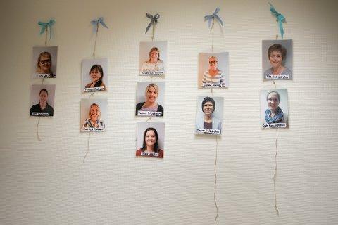 ANSATTE: På veggen henger bilder av nesten alle de ansatte på Lindrende enhet. Noen av nyeste mangler.