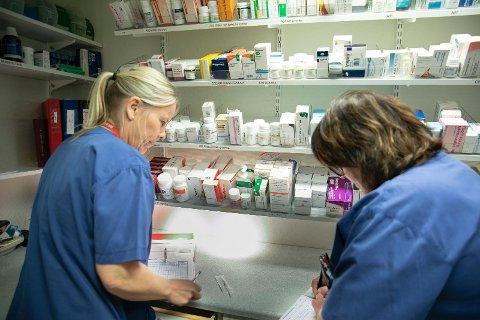 MEDISINER: De må alltid være to når de skal dosere morfin inne på medisinrommet.