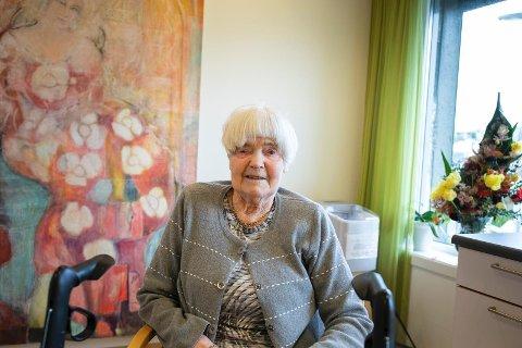 FORNØYD: Kari Røyneberg er en uke på Lindrende enhet og tre uker hjemme. Det trives hun godt med.