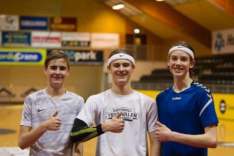 TOMMEL OPP: Joar Djup, Martin Haga og Andreas Hansen Oftedal spiller håndball for Sola HK, og går på Sola ungdomsskole. De mener muligheten for å få trent sammen med Sola videregåendes instruktørerer er et godt tiltak.