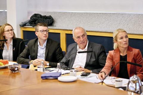 De fire ordførerne i Randaberg, Sola, Sandnes og Stavanger har bedt om at representanter fra den politiske styringskomiteen skal delta i neste forhandlingsmøte.