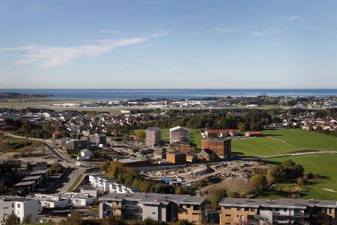 Fra toppen av Kjerrberget kan du se store deler av kommunen. Snur du deg, ser du mot Forus og Bærheim.