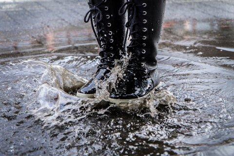 Tirsdag advares det om kraftige regnbyger og torden.