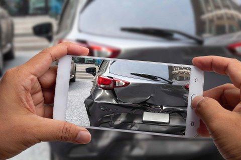 Forsikringsfirmaer oppfordrer til å ta mobilbilder av skadene om det skulle oppstå en ulykke på veien i løpet av ferien.
