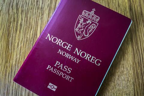 Om du ikke finner dette røde passet og må ha nytt før ferien er det fremdeles mulig med nødløsninger.
