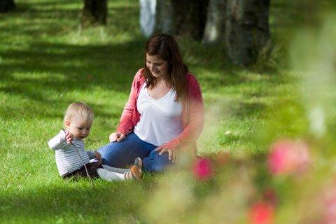Gustav (15 måneder) har akkurat hatt sin første dag i barnehagen. – Det gikk veldig bra for oss begge, sier mamma Cecilie Dalva.