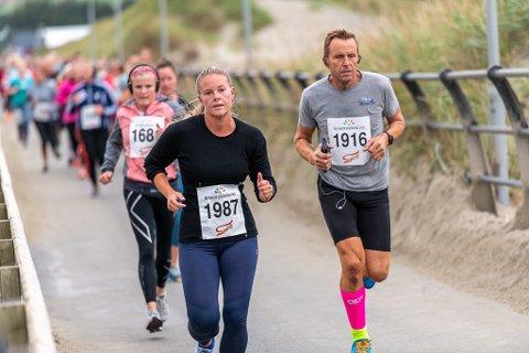Leif Sigurd Bortne fra Tjelta var glad for å ha deltatt i løpet, som gikk tur-retur Regestranden-Clarion Hotel Air.  Foran seg har han Tina Frilseth fra Stavanger.