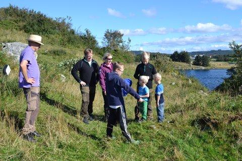 Ytrabergets dag pleier å samle mange familier ute på det historiske stedet.