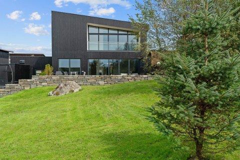 Familieboligen på Skadberg ligger ute til 12 millioner kroner.