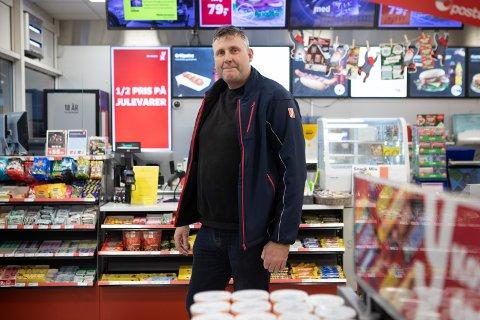 Tor Bjarne Østhus, daglig leder for Tananger service senter og YX-stasjonen i Tananger, sier det er med tungt hjerte han må legge ned butikken på bensinstasjonen.