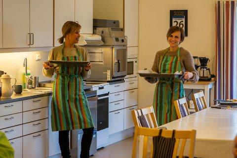Hilde Karin Bergjord og Maren Rott finner de kreative løsningene som gir et godt tilbud på dagsenter for personer med demenssykdom. I førjulstiden blir baking et viktig stikkord.
