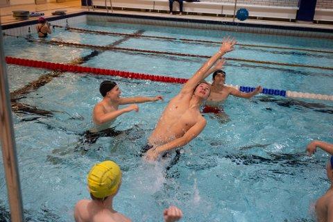Vill i vann er et lek- og treningstilbud for ungdom i regi av Sola svømmeklubb.