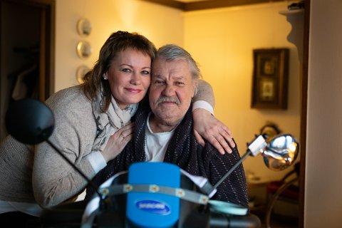 Miljøterapeut Inger Ørland besøker Frank Yngvar de Soto en gang i måneden. Hun hjelper han med praktiske gjøremål og pleier alltid å få en klem før hun går.