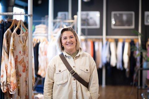 Mette Hagen AS åpner ny butikk på Amfi Madla. Daglig leder Eline Håland Hagen forteller at de trenger flere bein å stå på.