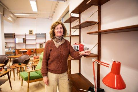 Ida Mai Lea Hagen liker ikke å strikke eller lage mat. Når hun skal koble av setter hun seg godt til rette i sofaen og tråler nettet for møbelskatter i retro stil.