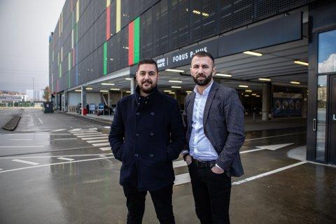 Umit Yuksel og Hakan Anli står bak det nye selskapet Park&fly på Forus.