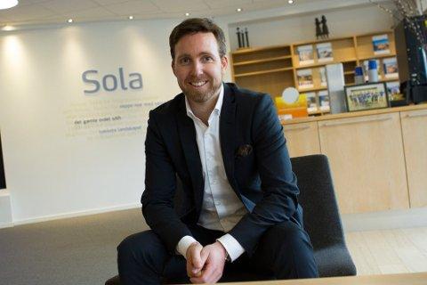 Banksjef Yngve Sørland sier SR-bank Sola opplever stor pågang fra kundene sine nå.