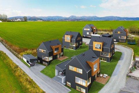 Disse seks eneboligene skal bygges i Ossbergvegen på Røyneberg. De to husene bakerst i bildet er solgt.