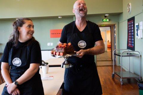 Siren Eline Paulsen og kokk Inge Anda gleder seg til å ta imot gjester i Kaffekoppen igjen fra tirsdag.