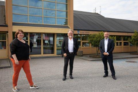 Ap-politiker Siv-Len Strandskog, FNB-politiker Ove Evertsen og ordfører Tom Henning Slethei (Frp) er enige om at biblioteket i Tananger ikke skal legges ned.