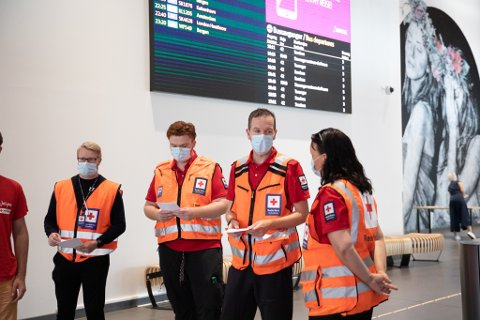 En anbefaling om bruk av munnbind på kollektivtrafikk er blant tiltakene.