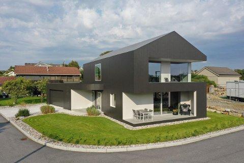 Denne boligen i Skutevegen 8 er den dyreste i Sola kommune så langt i mai.
