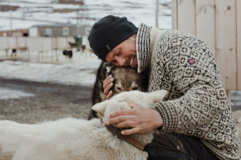 Audun Salte og kona Mia Salte har en stor familie i hundeflokken.