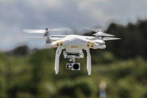 Bildet er fra en tidligere reportasje i Solabladet. Dronen på bildet er ikke den samme som var involvert i den aktuelle hendelsen.