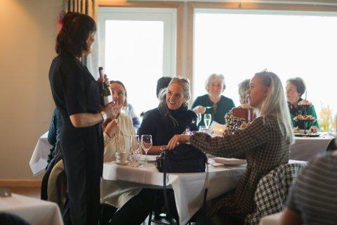 Når man ikke kan dra på venninnetur til London kan Tea by the Sea på Ølberg være en god erstatning.